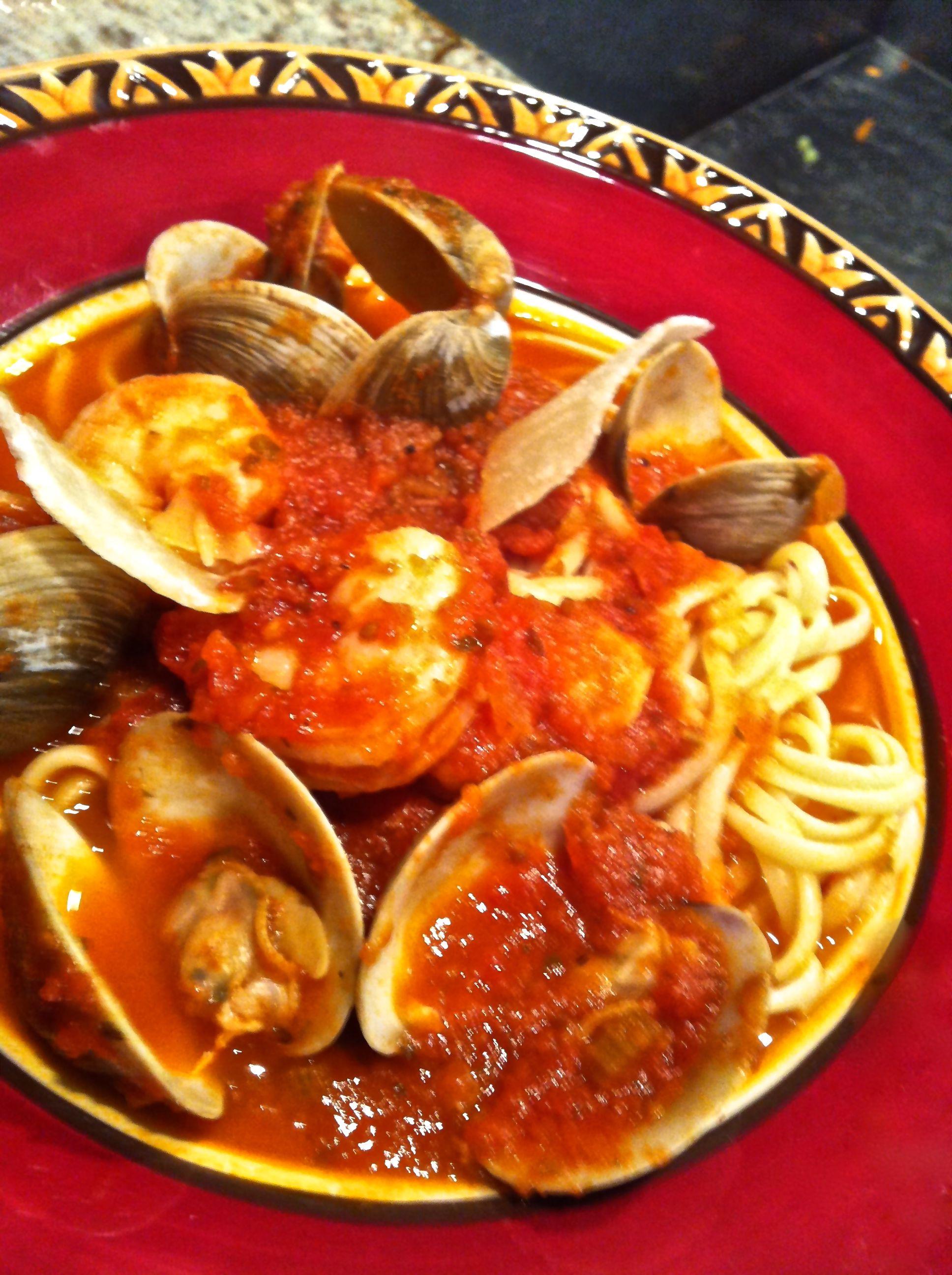 Almejas Con Chile Y Tomate, a.k.a., Fettucine Vongole Fra Diavolo