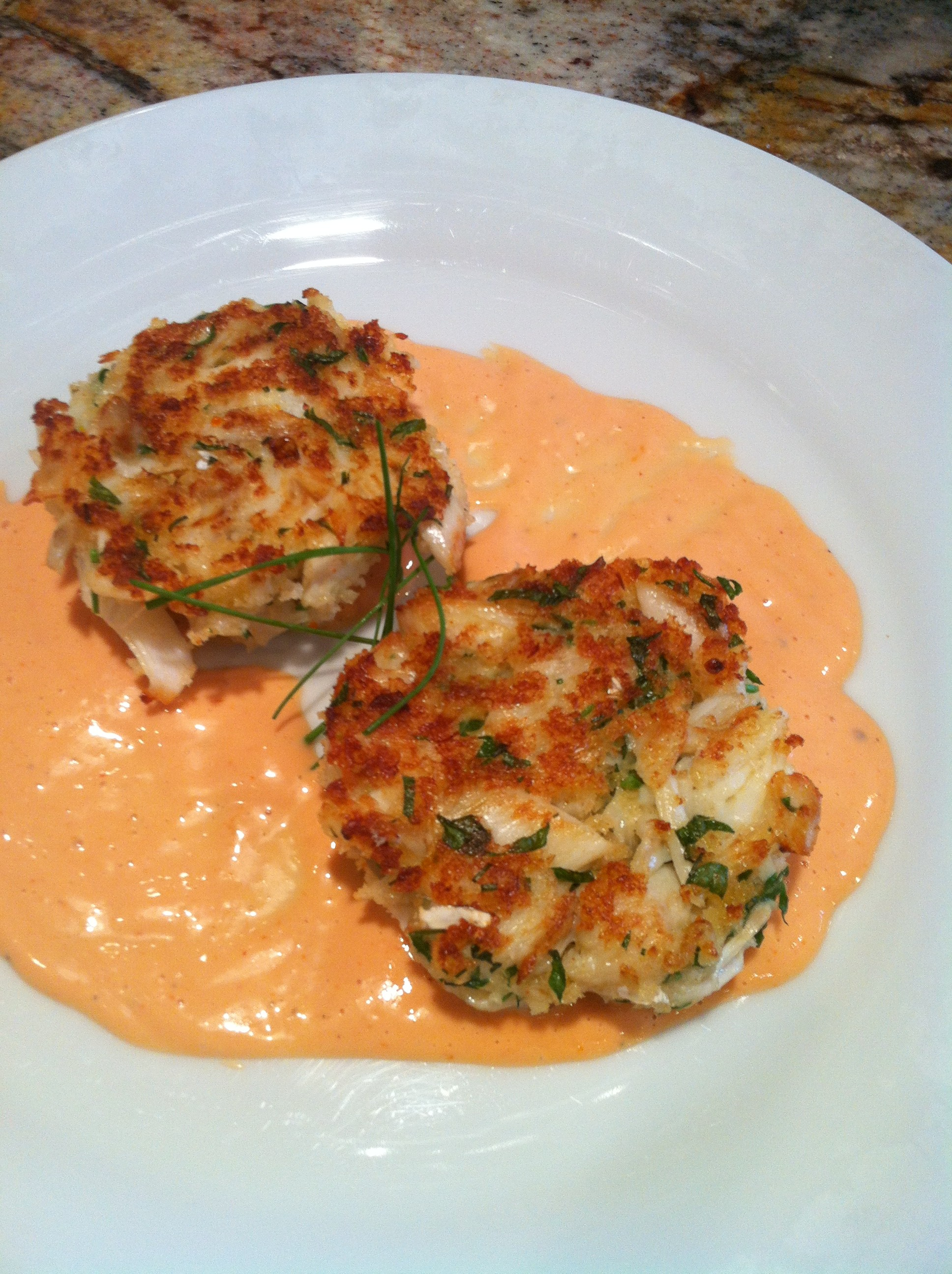 Crab Cakes with Yerbaniz Mayo – Tortas de Jaiba con Mayonesa de Yerbaniz